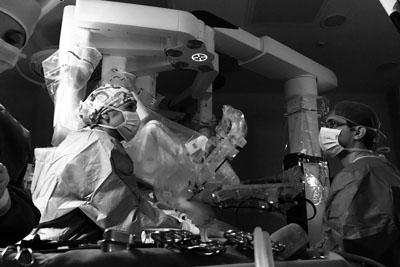 La previsión es realizar mediante cirugía robótica el 25% de estas intervenciones en un año