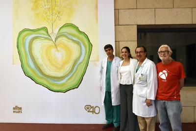 Los coordinadores de trasplantes, la artista y un paciente trasplantado de pulmón