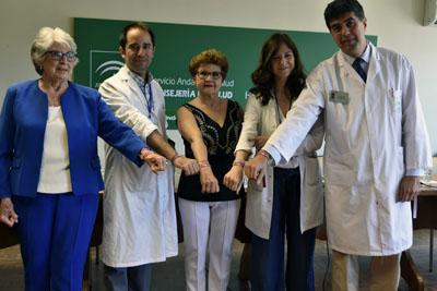 Responsables sanitarios y pacientes en la presentación de la semana