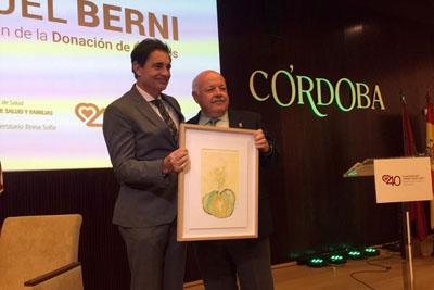 Jesús Aguirre entrega el premio a Rafael Cremades