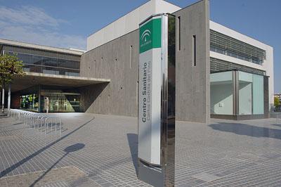 Centro de Especialidades Castilla del Pino, exteriores