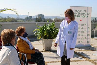 Valle García conversa con las hermanas Granados