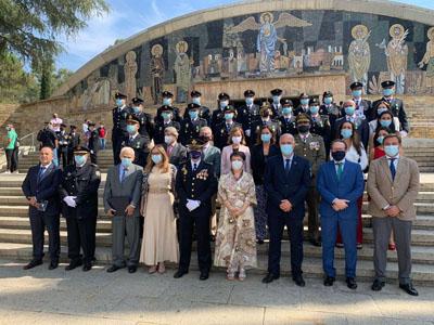 Foto de familia en el acto de festividad de los Santos Ángeles Custodios