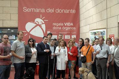 Afiliados a la ONCE han mostrado hoy su solidaridad con la donación