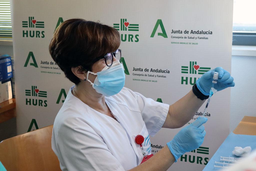 Enfermera con la preparación del vial