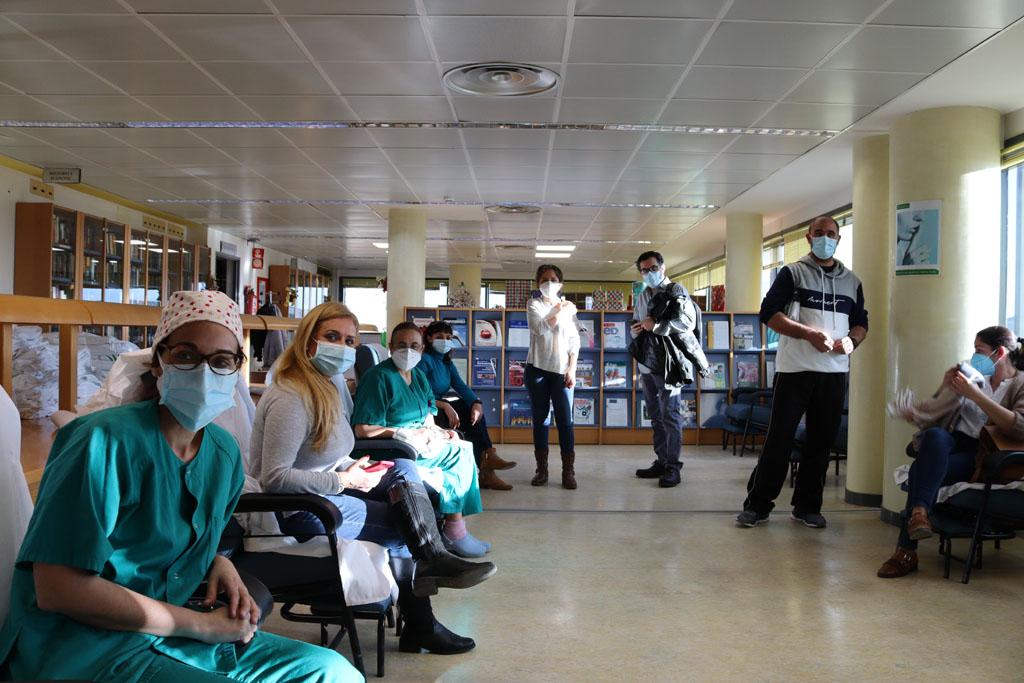 El hospital ha habilitado un punto de vacunación con tres zonas diferenciadas