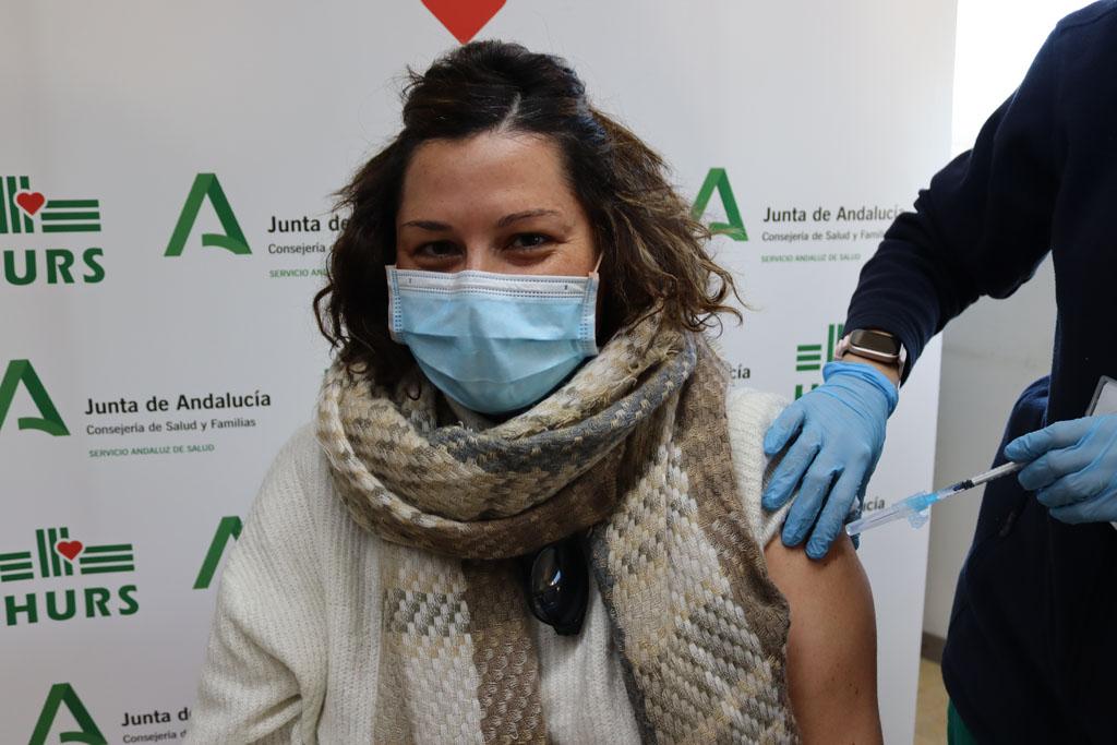 Profesional vacunándose hoy