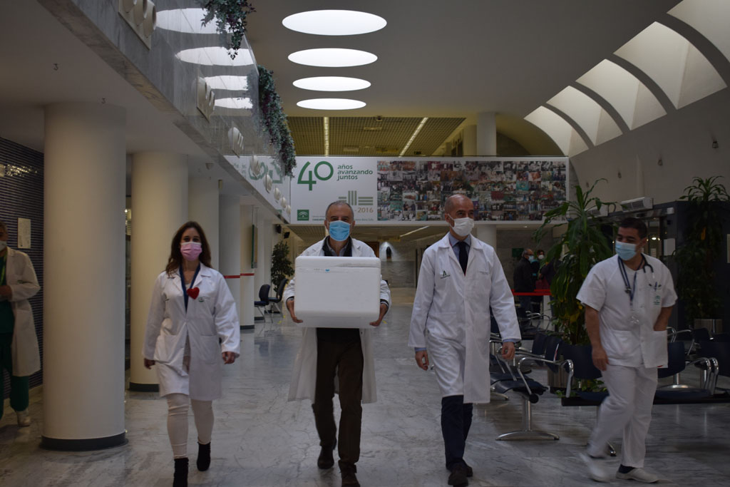 Transporte de la vacuna por el hospital