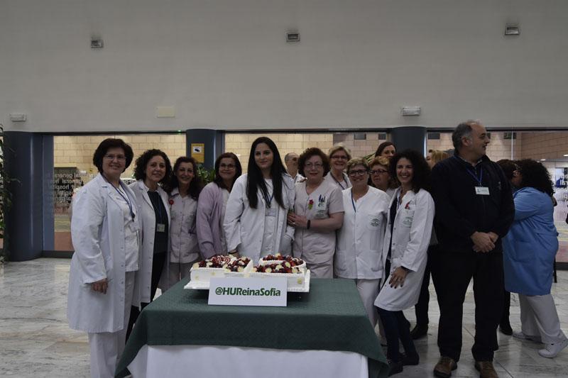 Diferentes trabajadoras del hospital celebran el 42 cumpleaños