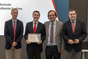El doctor Ruiz Ortíz recoge la acreditación SEC Excelente