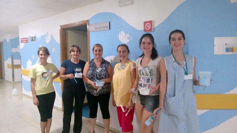 Un grupo de madres e hijas que ha venido esta semana como voluntarias