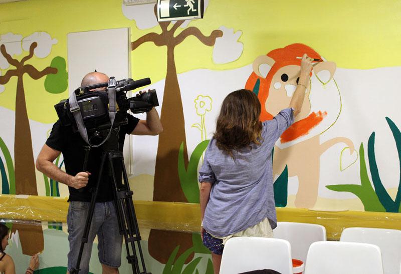 Un cámara de Telecinco grabando a una de nuestras artistas, Mariló
