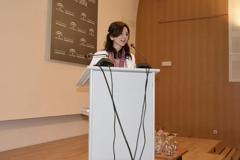 La tutora de residentes Elena García dirige unas palabras