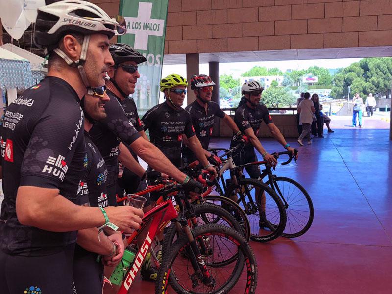El hospital presentó al equipo ciclista 'Kilómetros de vida' compuesto por profesionales del hospital