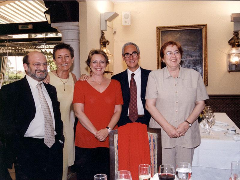 Directivos reunidos en la celebración del 25 aniversario. 2001