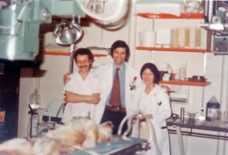 El doctor Suarez de Lezo acompañado de otros compañeros en el experimental. 1981