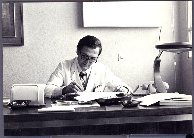 El nefrólogo Ernesto Moreno. 1980