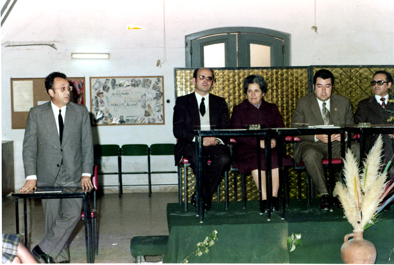 El pediatra Domingo García en la clausura de un acto. 1974