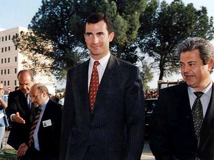 El Príncipe Don Felipe de Borbón visita el Reina Sofía para conocer el programa de trasp. 2002