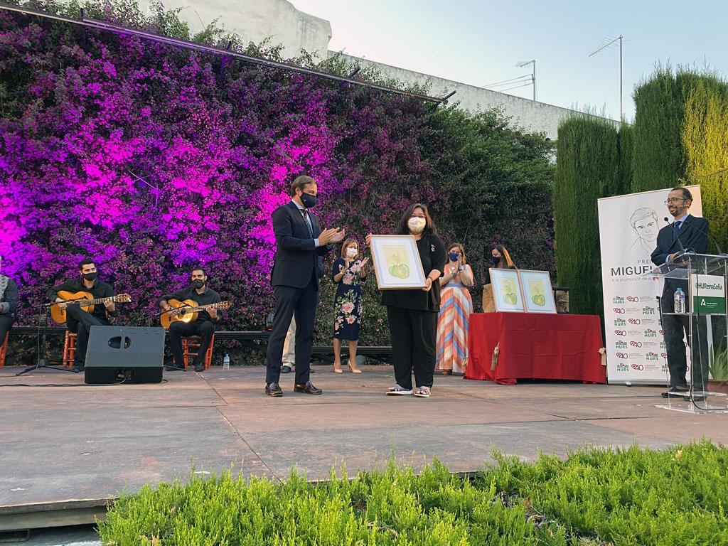 María Eugenia Vílchez recibe el premio a mejor labor divulgativa