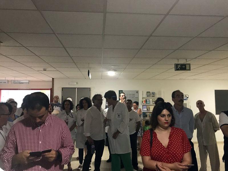 Profesionales y pacientes asisten al concierto