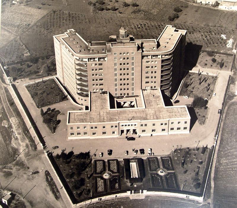 Imagen aérea de la residencia sanitaria teniente coronel Noreña. 1963