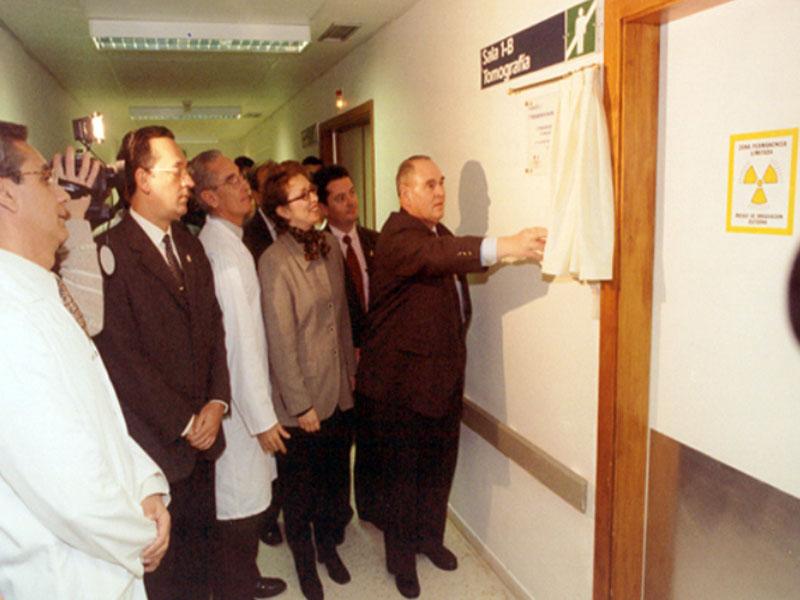 Inaguracion del TAC aportado por CajaSur, en la imagen, Miguel Castillejo, presidente de CajaSur. 1998
