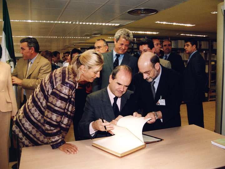 Inauguración de consultas externas. 2002