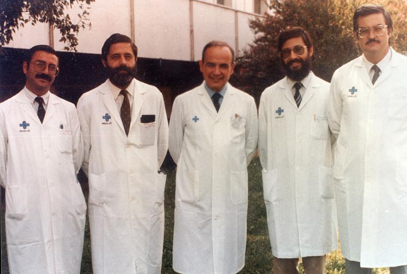 José Jiménez Pereperez, jefe de departamento del medicina interna y otros especialistas. 1980