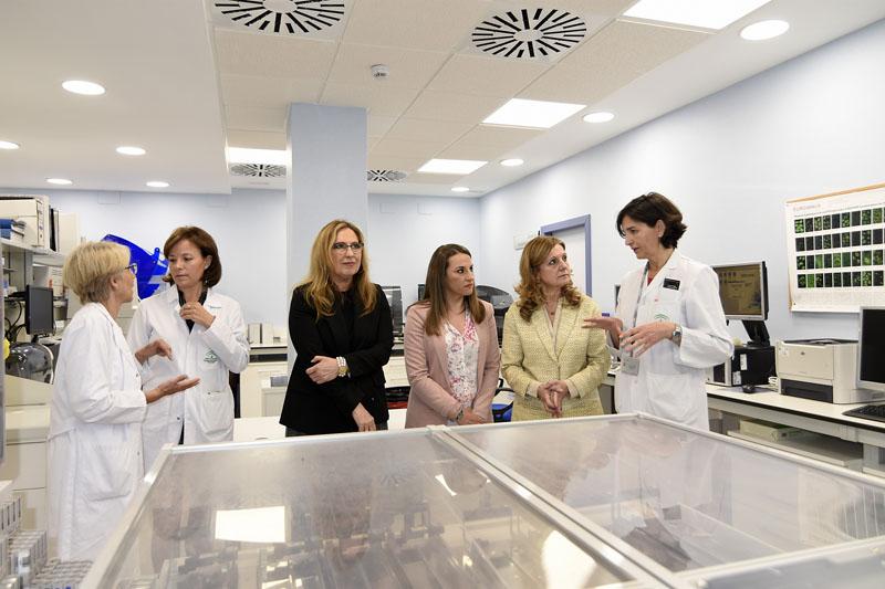 Aurora Jurado explica el funcionamiento del nuevo laboratorio