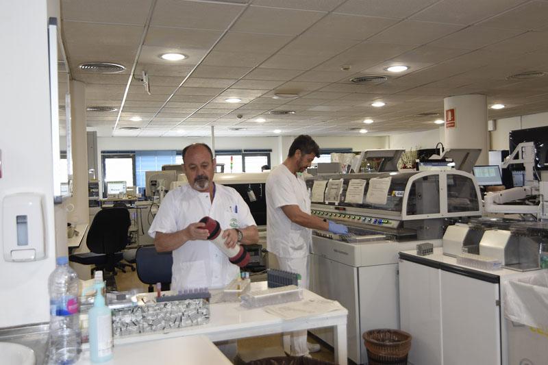 El Hospital robotiza sus laboratorios para mejorar la calidad, la seguridad y los tiempos de respuesta