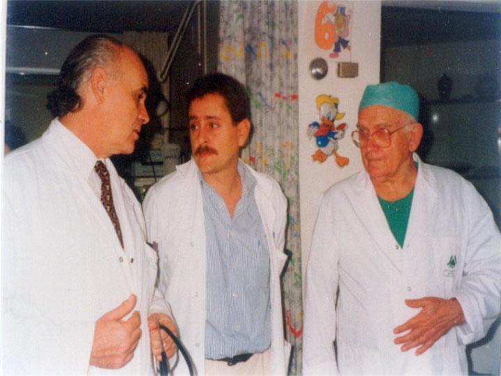 Los doctores Concha, Ibarra y Ross reunidos en el Forum Ross. 1999