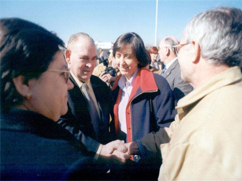 Miguel Castillejo y Rosa Aguilar en el día de la colocación de la primera piedra del Edificio de Consultas Externas. 1999