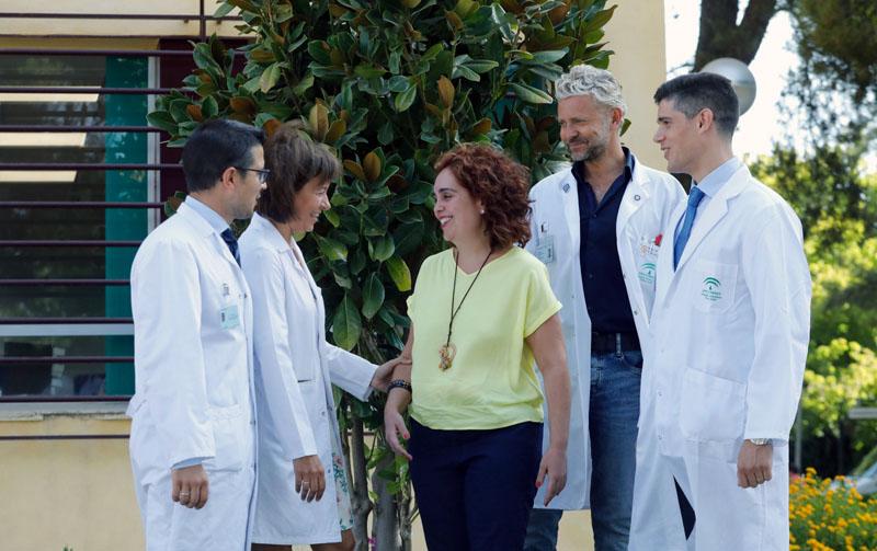 La paciente se muestra muy contenta con el trato recibido y los resultados de la operación