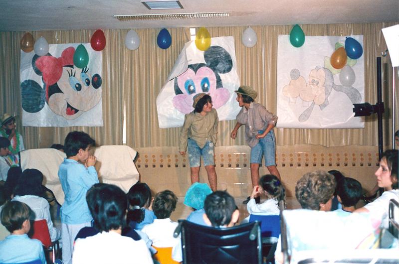 Primera obra de teatro representada en el colegio del hospital. 1989