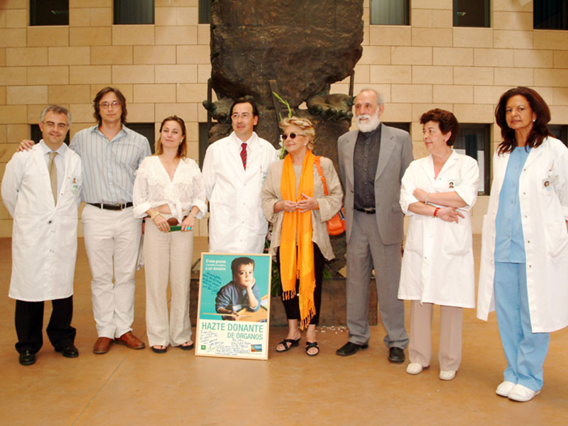 Profesionales del ámbito de la cultura se suman al llamamiento a la donación. 2005