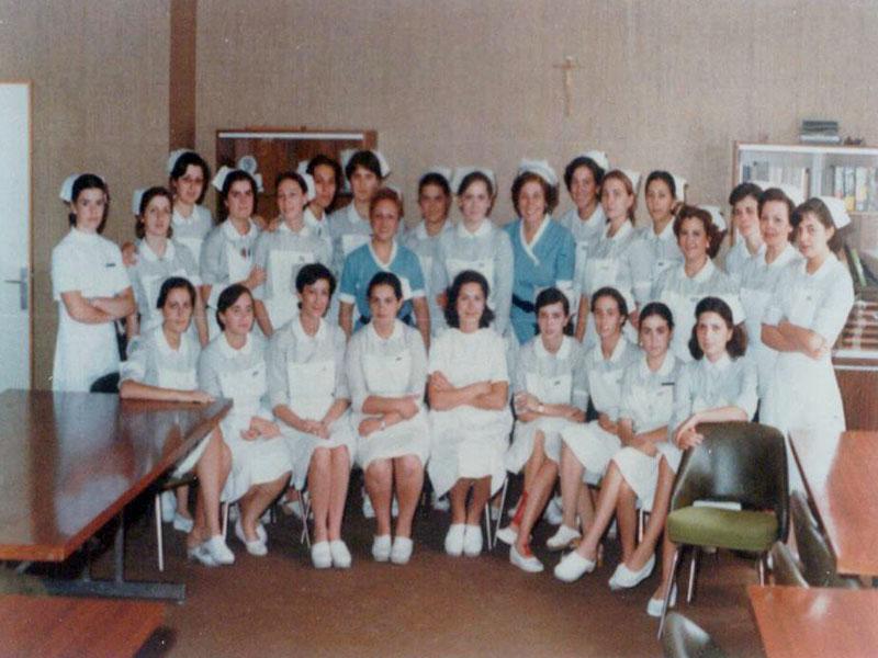 Profesoras y alumnas de la primera etapa de la Escuela de Enfermería de Córdoba. 1974