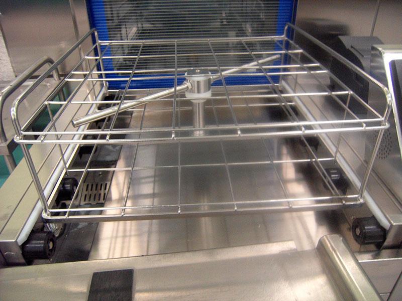 Rack: Donde se colocan los  cestillos con el instrumental para su lavado.