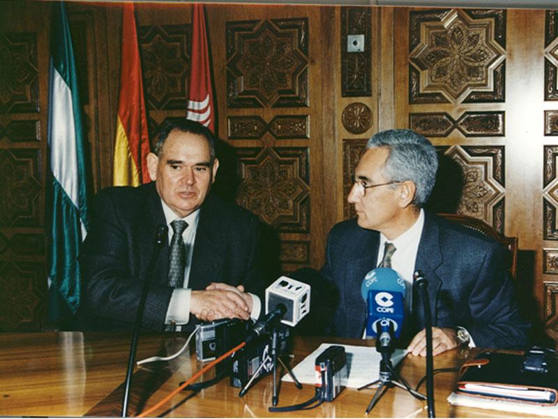 Renovación del convenio que permitió la creación de la Fundacion Hospital Reina Sofia Cajasur. 1998